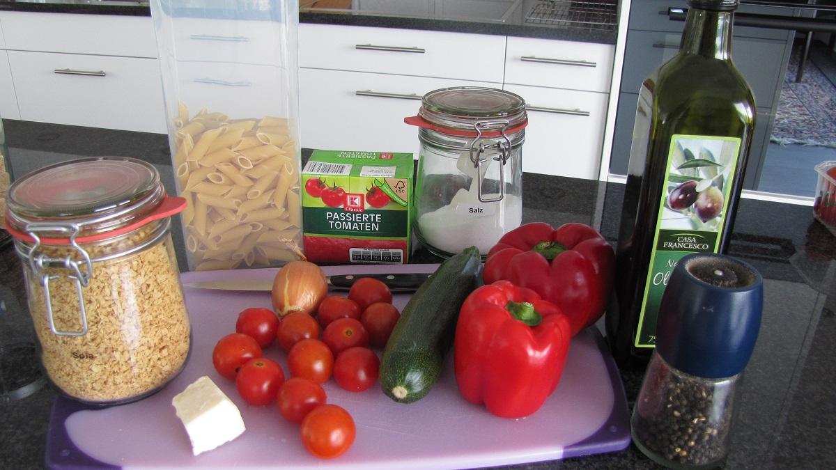 Zutaten für Pasta mit Soja-Gemüse-Bolognese