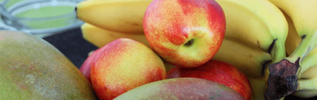 Vanilleeis auf gegrilltem Obst