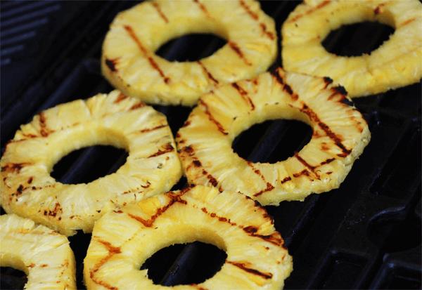 Ananas_auf_dem_Grill_2