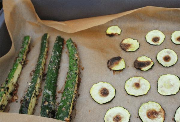 Zucchini-Sticks_und_Zucchini-Chips_im_Backofen_ausbacken
