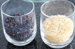 weisser und schwarzer Reis