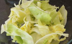 Salat_mit_Wassermelone_und_Feigenessig_Eisbergsalat_fuer_Weight_Watchers