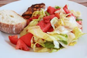 Salat_mit_Wassermelone_und_Feigenessig_fertig_fuer_Weight_Watchers