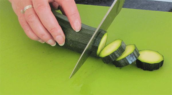 tuerkisches gemueseblech mit huettenkaese 05 zucchini in. Black Bedroom Furniture Sets. Home Design Ideas