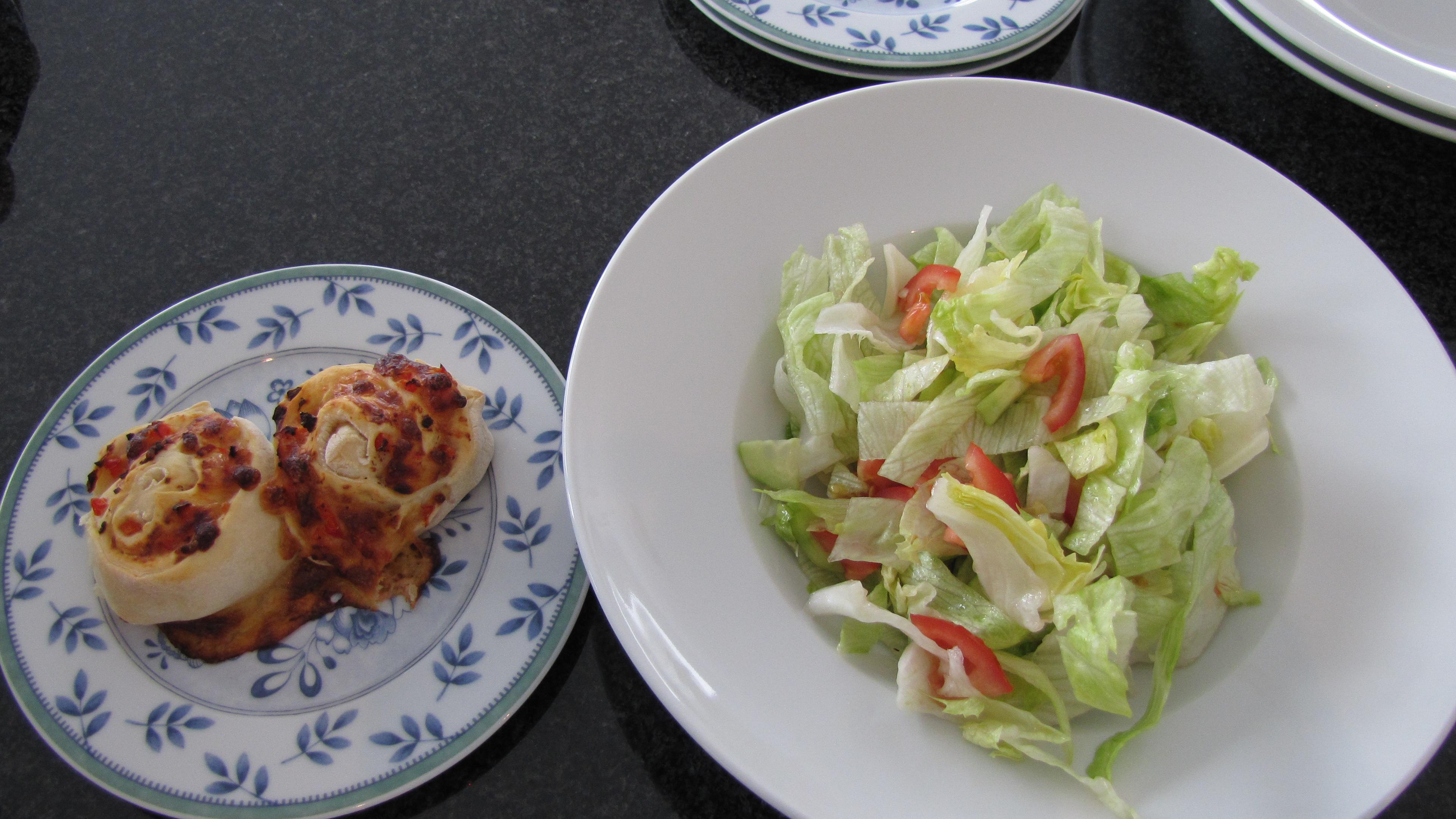 hefeschnecken mit paprika k se f lleung damit der salat nicht so langweilig ist wie abnehmen. Black Bedroom Furniture Sets. Home Design Ideas